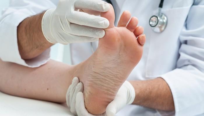 a láb a ízületben fájni kezdett